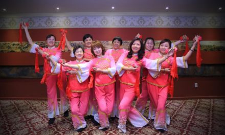 同鄉會理事羅曼荣三姐妹为我会三十周年准备节目